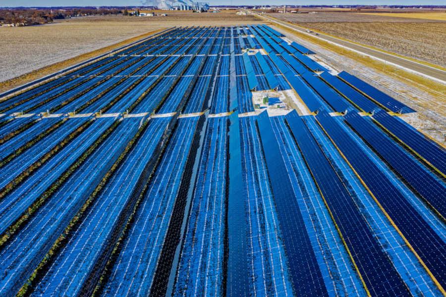 Vista desde drone de planta solar