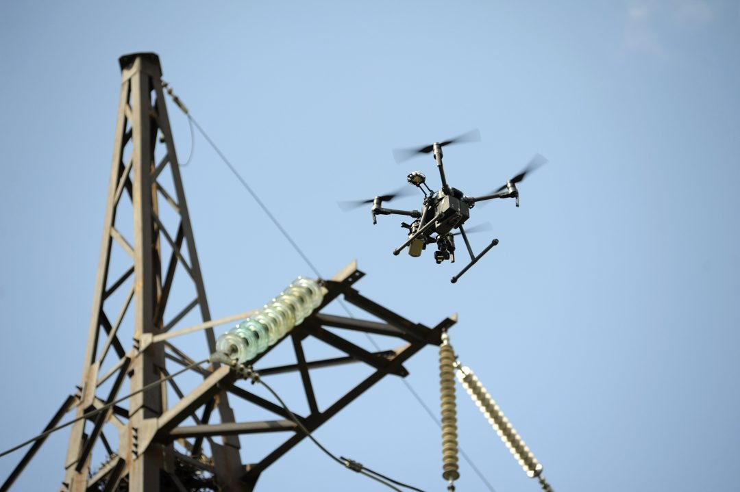 Vista desde drone de puerto mercantil